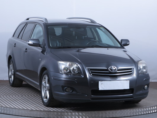 Toyota Avensis 2.2 D-CAT 130 kW rok 2008