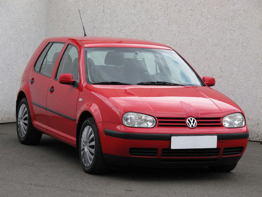 VW Golf 1.6 16V 77 kW rok 2001